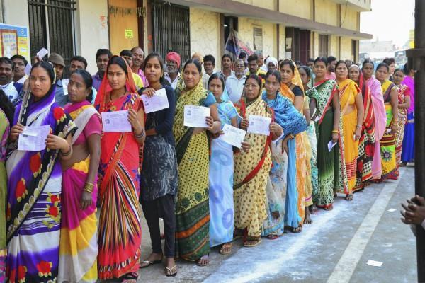 छत्तीसगढ़ः दूसरे चरण की 72 सीटों पर मतदान संपन्न, दिग्गज नेताओं की किस्मत EVM में बंद