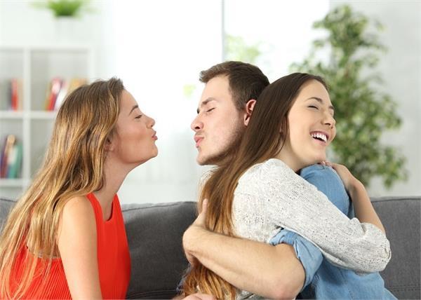 प्यार में धोखेबाज निकलते हैं इन 3 राशियों के लोग!