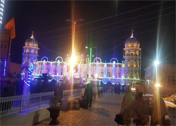 welcoming the indian sikh devotees with khalistani poster at nankana sahib