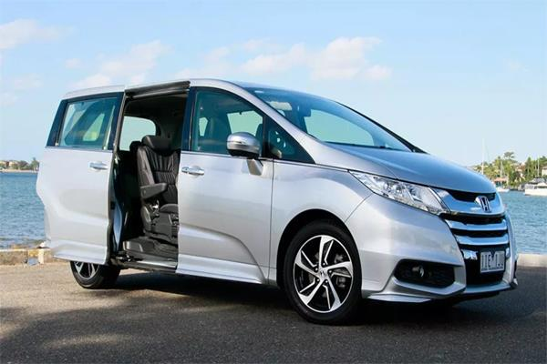 honda recalls minivan over sliding door problem