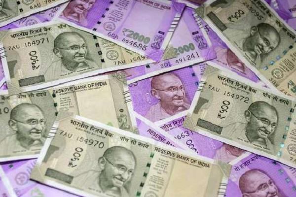 rs 2 5 lakh recovered from car bjp leaders were distributing