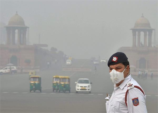 Air Pollution: दिल्ली के जानलेवा प्रदूषण से कम हो रहे हैं जिंदगी के 10 साल