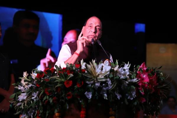 delhi police to be polite with complainants rajnath singh