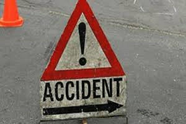 auto collapses by bus collision many injured