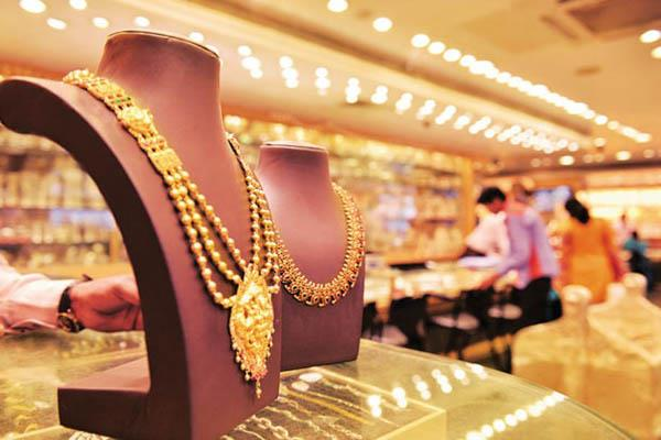 gold and silver prices surged to rs 900 silver cheaper
