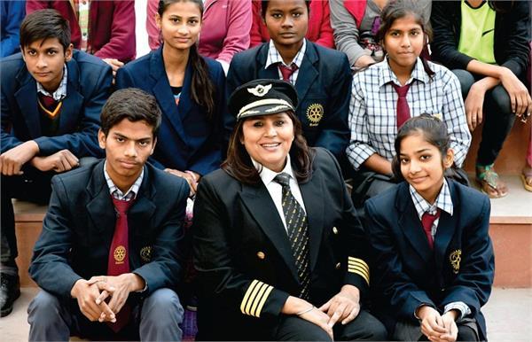 सॉफ्टवेयर की मदद से लाखों बच्चों को शिक्षा दे रही हैं कैप्टेन इंद्राणी सिंह!