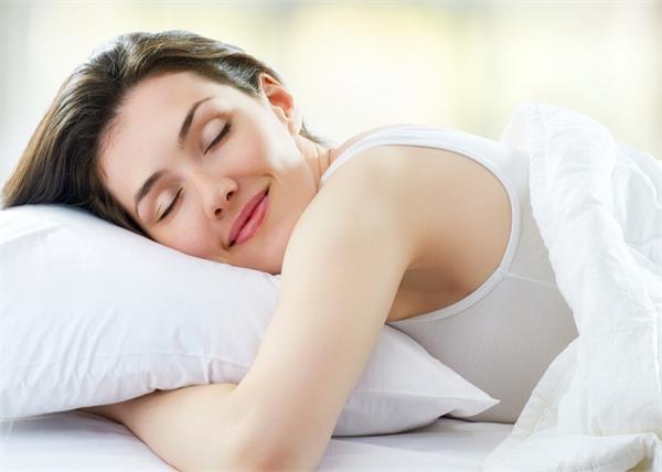 Beauty Sleep: मुहांसों से छुटकारा दिलाती है अच्छी और सुकून भरी नींद