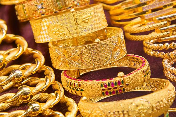 gold crosses rs 32 000 silver shine