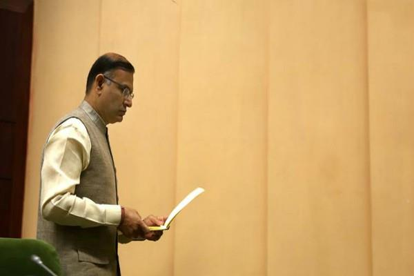 aviation minister jayant sinha asked for air asia flights in snacks