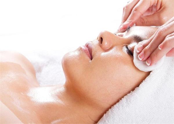 दिन में कितनी बार करनी चाहिए Face Cleansing?
