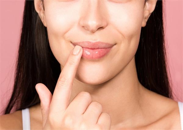 होंठों को क्यों करना चाहिए एक्सफोलिएट? जानें सही तरीका