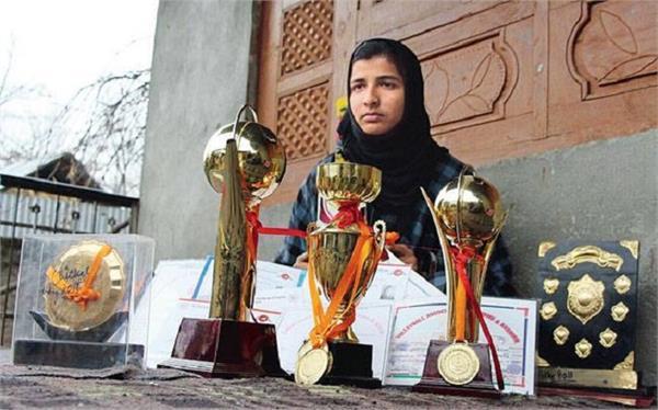 यह कश्मीरी महिला क्रिकेट में बना रही है अपना नाम, सफर नहीं था आसान !