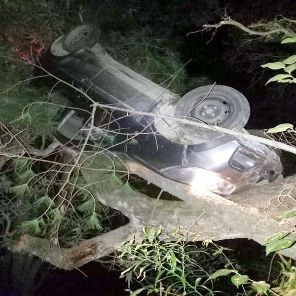 car overturned from collide from hill 4 injured