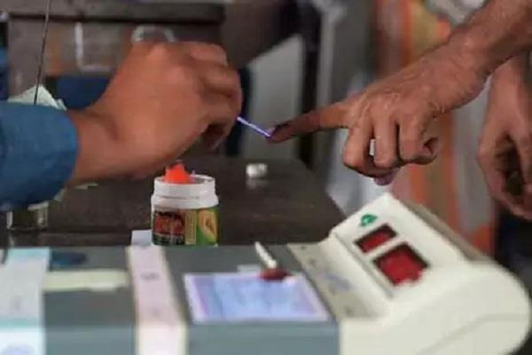 voting continues in the state leaders also cast vote