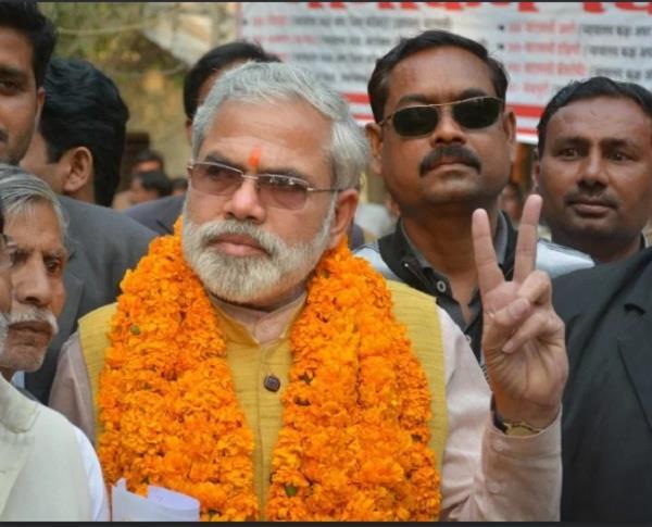 modi duplicate abhinandan pathak join congress
