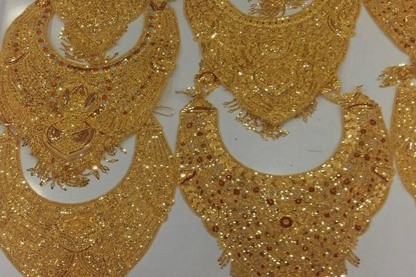gold prices fall rs 150 on weak global cues muted demand