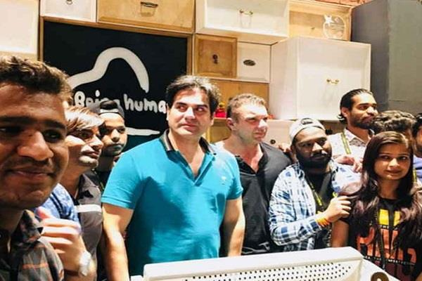 sohail khan suddenly reached indore on the occasion of uncle s birthday