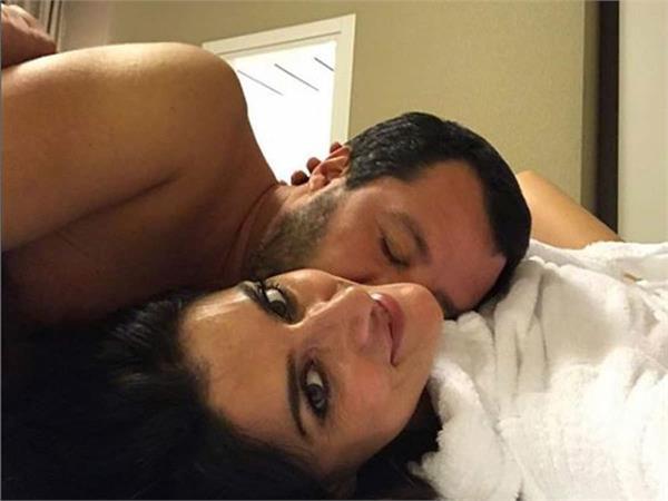 italian deputy pm s gf bids him goodbye with bedside selfie