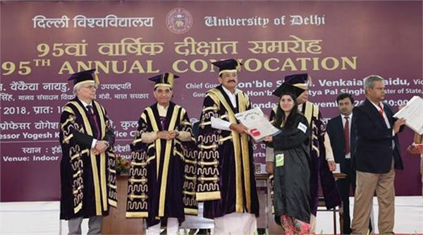 delhi university performed in protest against convocation