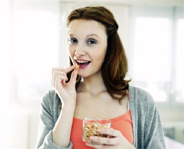 किन लोगों को नहीं खाने चाहिए काजू और किसके लिए है फायदेमंद?
