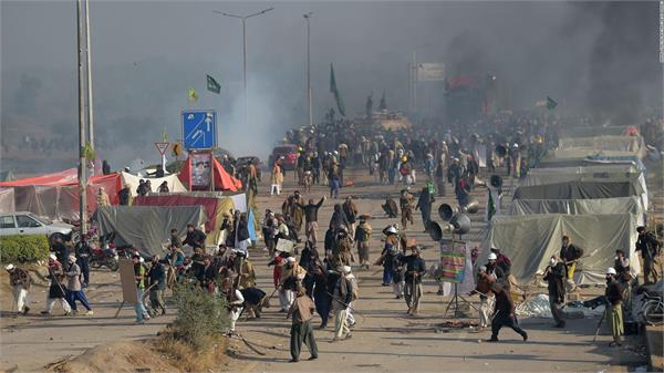pakistan arrests 250 for rioting disrupting peace