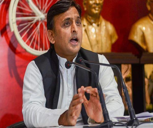 akhilesh attacks congress