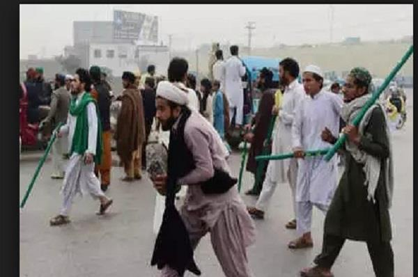 pakistan police arrested over 100 members of tlp