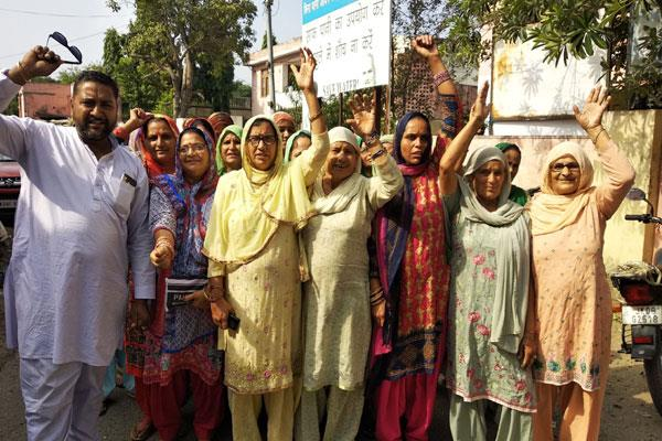 villagers protest against water scarcity