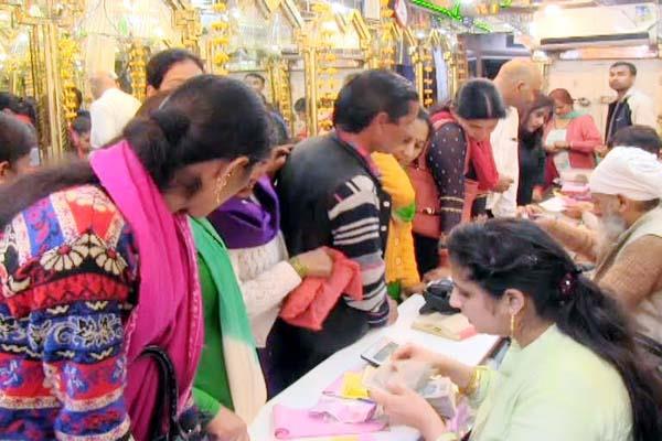 money rain on dhanteras at mandi people a lot shopping