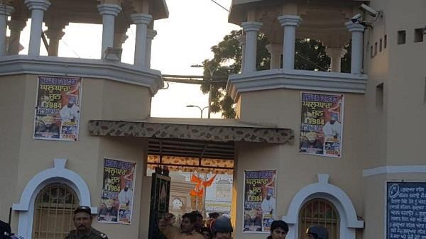 pro khalistan posters spotted at gurudwaras in pakistan