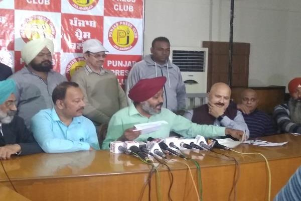 captain is doing politics on the kartarpur corridor issue