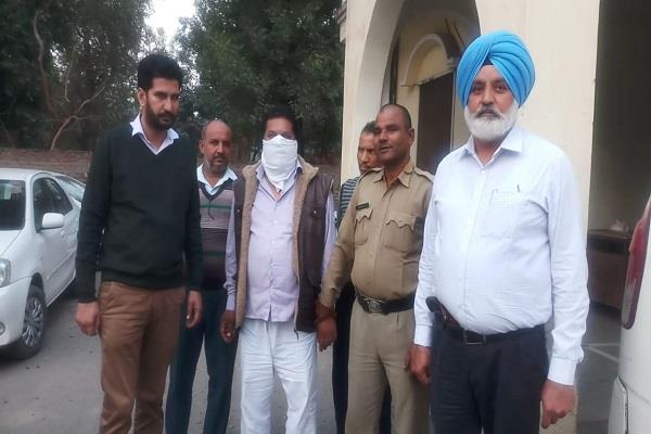head constable arrested for taking bribe of 30 thousand