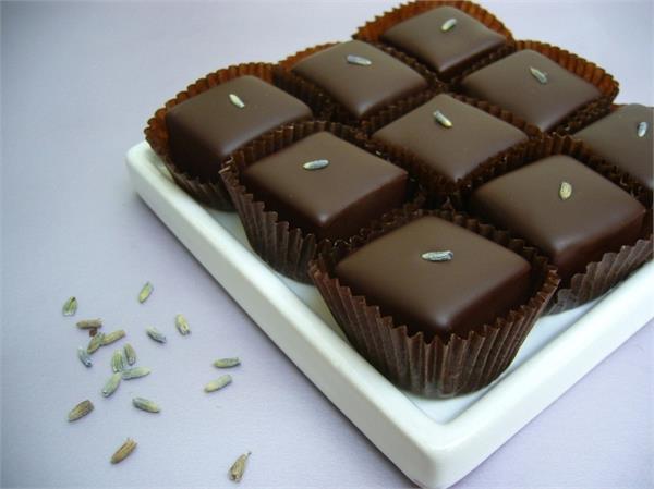 'हैंडमेड' चॉकलेट से घोले रिश्तों में मिठास, इस तरह मनाएं दीपावली