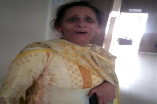 senior lady officer made prisoner for junior female officer