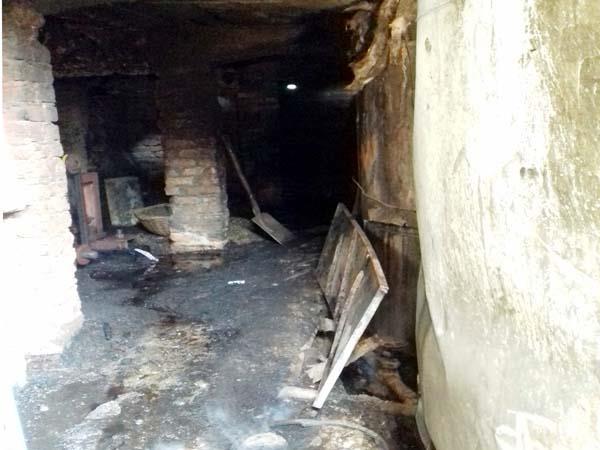 firece fire in industry loss of 2 50 lakhs