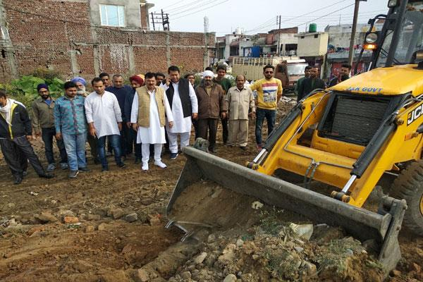 corporator solve the problem of people at kathua