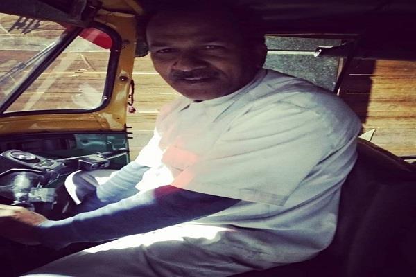 delhi auto driver did good work on midnight people won hearts