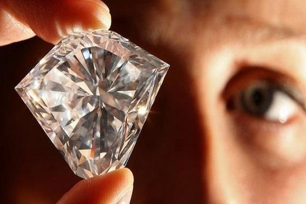 chinese couple stole from dubai caught in diamond
