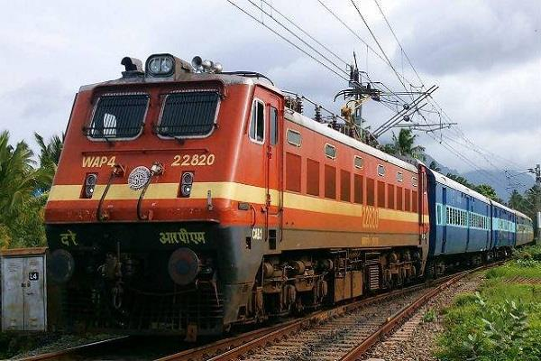 prior to diwali brokers are lining the railway