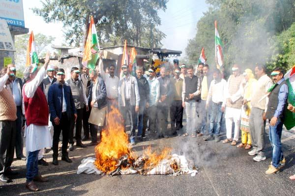 congress burn effigy of central government on notebandi