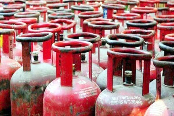 the price of non subsidised domestic lpg is hovering around the rs 1000