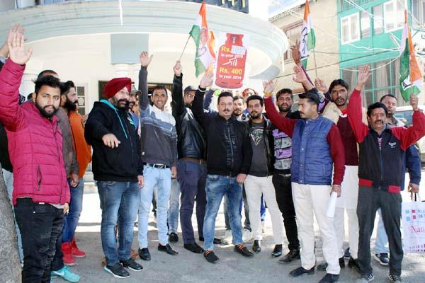 youth congress against central government for inflation