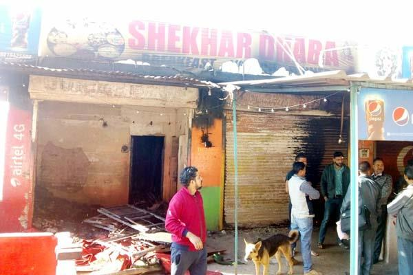 dhaba and tent house change into ashes by short circuit
