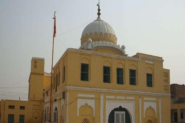 indian officials prevented from entering gurdwara in pakistan