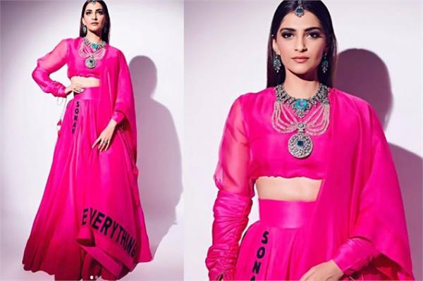 sonam kapoor pics are viral on internet