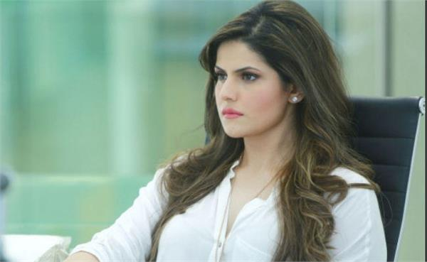 zareen khan has encountered a massive car accident today in goa