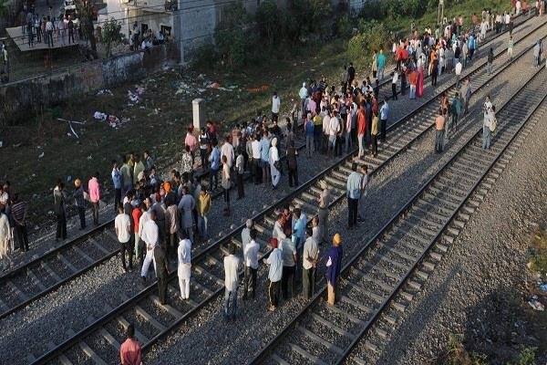 gateman of railway convicted of organizing dussehra pooja in probe report