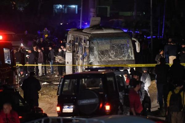 egypt bomb blast 2 vietnam tourists die