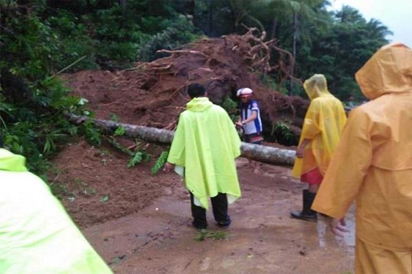 5 people killed in landslides in philippines