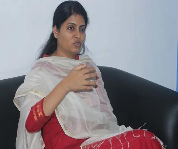 union minister anupriya not seen in yogi s program